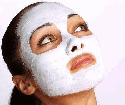 Maschera lenitiva: con miele, farina e oli essenziali